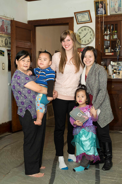 Julie Knopp and the Lee family, one of the City Stay's longest-running hosts. Photo Credit: www.groupmumma.com