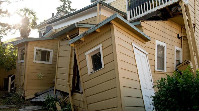 A Napa home damaged by the earthquake (Credit: Alvin Jornada/EPA)