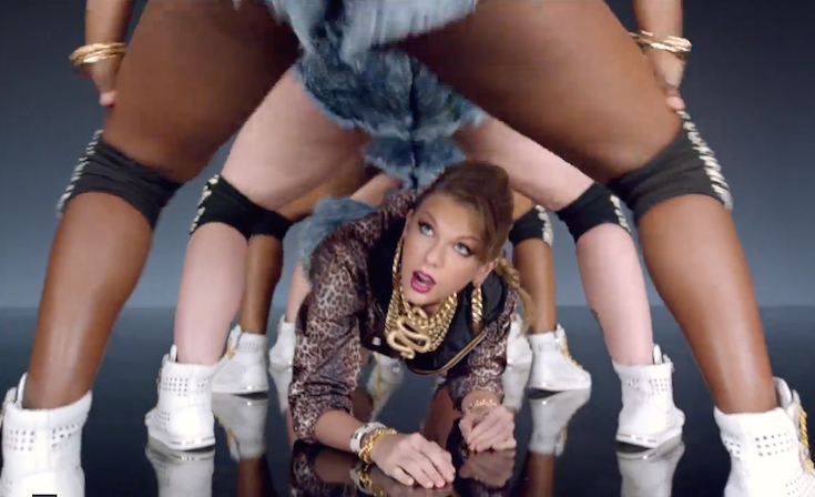 OMG, TSwift crawled under our legs! (Credit: Taylor Swift's YouTube channel)