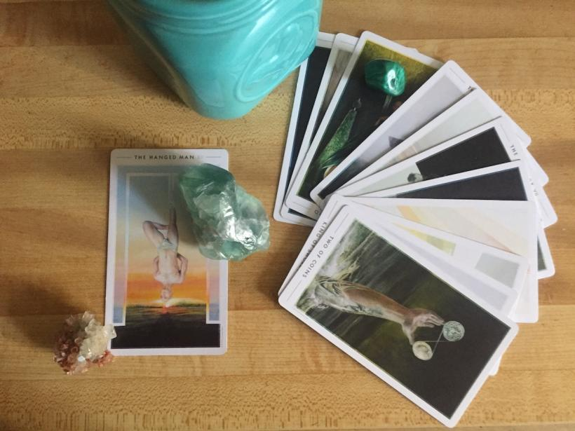 These tarotscopes were created using the Fountain Tarot deck. Stones pictures are Fluorite (clarity) and Aragonite (grounding).