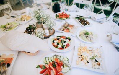 If you have your wedding at a restaurant, the food is the star. Image: Thinkstock.